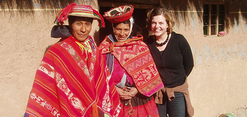 volunteers with ethnic peruvians