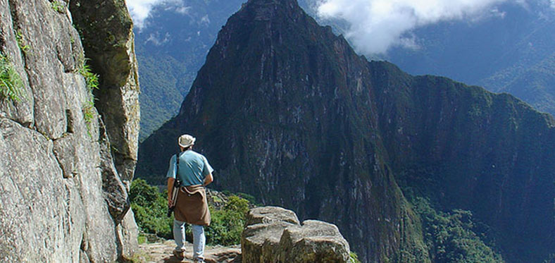 volunteer in a machu picchu trip