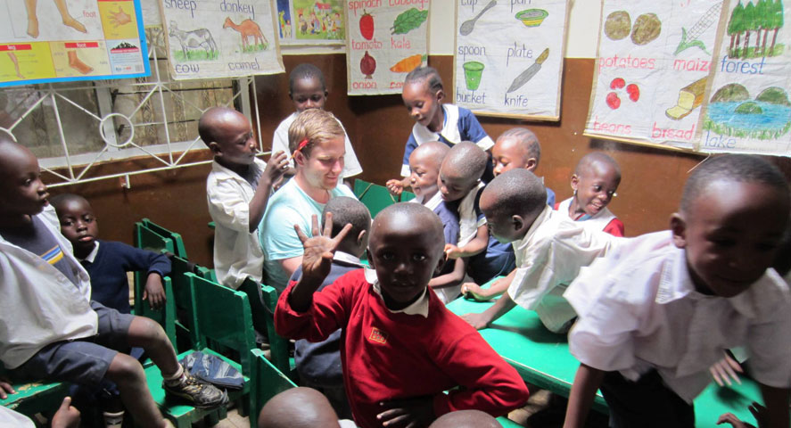 Teaching volunteer tanzania
