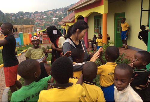 volunteer-playing-with-children